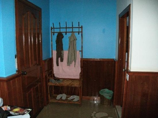 Siem Reap Garden Inn: Clothing rack with slippers provided.