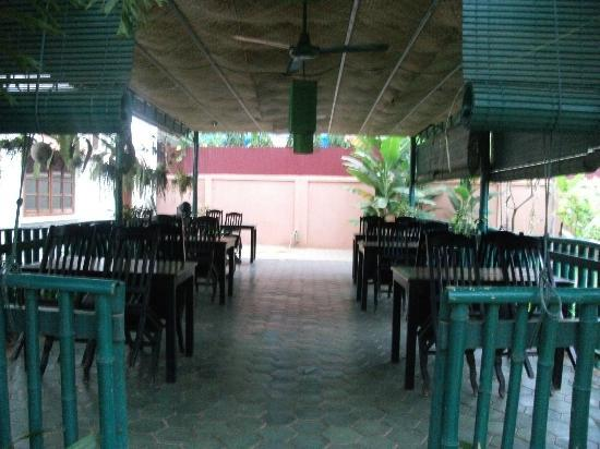 Siem Reap Garden Inn: Dining area downstairs.