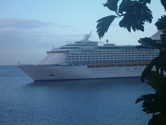 Casa del Vega: Cruise coming into Castries