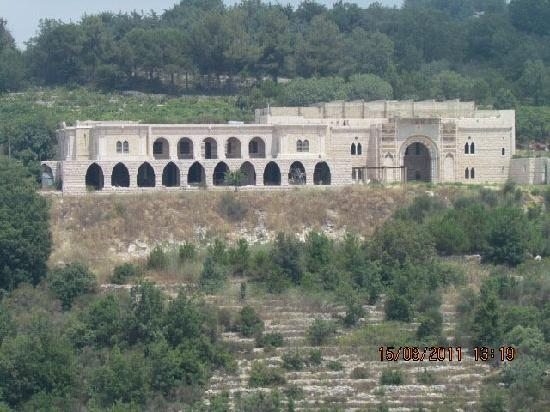 Iris Flower Hotel: Jezzine Serhal Castle