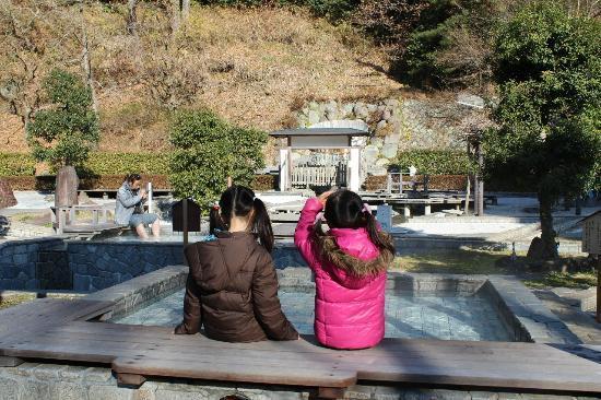 Yugawara-machi, Japan: 子供でも足湯を楽しめます!