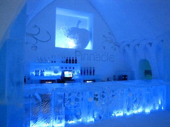 ice bar of hotel de glace photo de h tel de glace qu bec ville tripadvisor. Black Bedroom Furniture Sets. Home Design Ideas