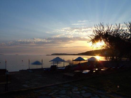 Cundavilla Suite Hotel: sunset view