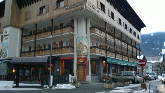 Hotel Les Glaciers : Entrée de l'hôtel