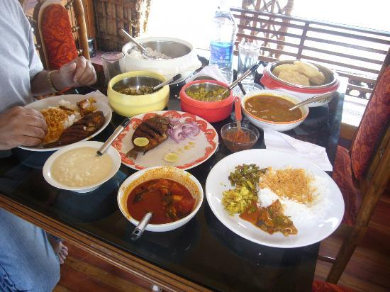 Coconut Creek Farm and Homestay Kumarakom: House Boat Lunch