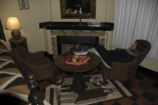 Hotel Museo Mayan Inn: habitacion con chimenea