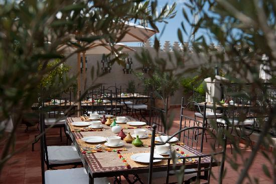 Riad le Clos des Arts: Breakfast on the roof terrace