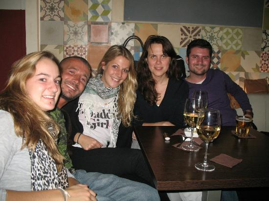 Babylon Idiomas Barcelona: Free drinks on Happy Miércoles