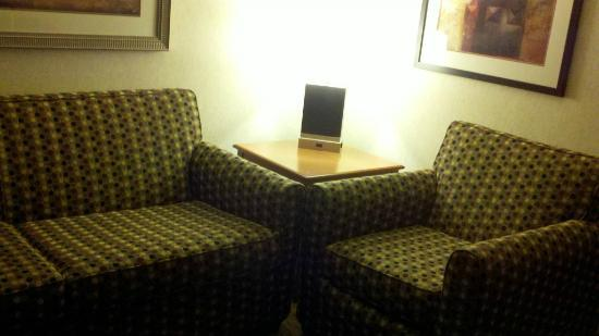 Embassy Suites by Hilton Oklahoma City Will Rogers Airport: Nice place to plug in and work.