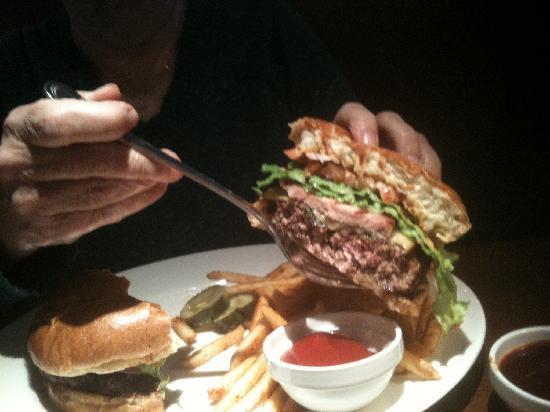 Winewood Grill: Smoke House Burger with smoked gouda cheese and Canadian Bacon