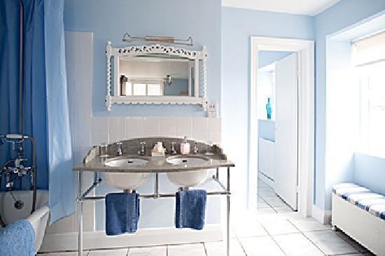 Molesworth Manor: Superior room bathroom