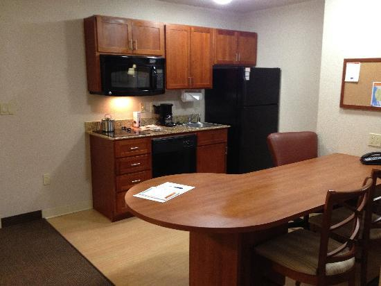 Candlewood Suites Plano East: Cook your own dinner in your own kitchen
