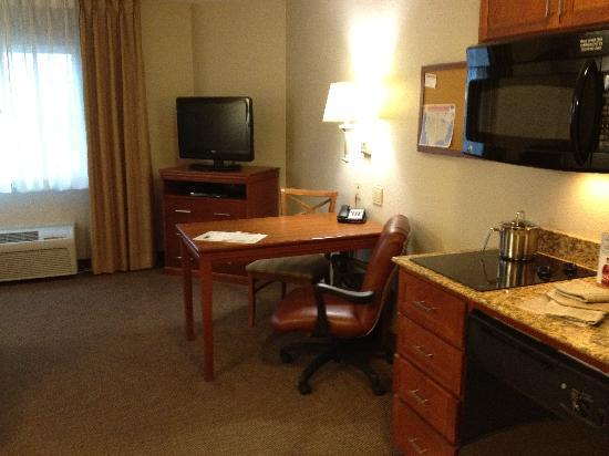Candlewood Suites Plano East: Catch up on emails in the comfort of your own room