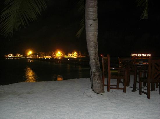 Notturna dal bar sulla spiaggia