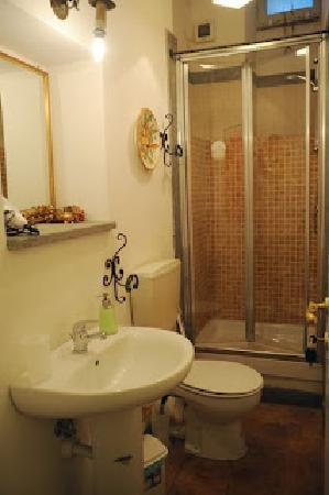 Villino Corbelli: bagno sala C