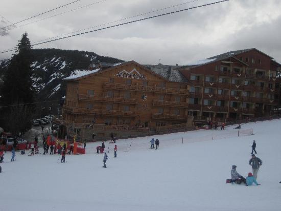 Montana Chalet Hotel : vue de l'hôtel depuis les pistes