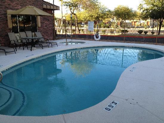Holiday Inn Express & Suites Phoenix Tempe University : Swimming Pool
