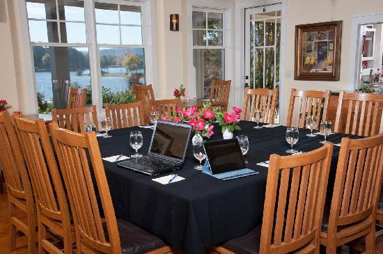 Lookout Point Lakeside Inn: Location for Small Group Meetings