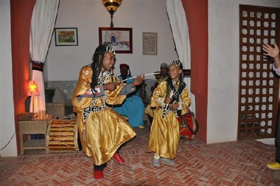 RIAD TAFILAG : Groupe Gnawa