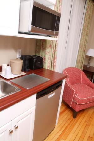 Quality Inn & Suites Downtown: Sutherland House kitchenette