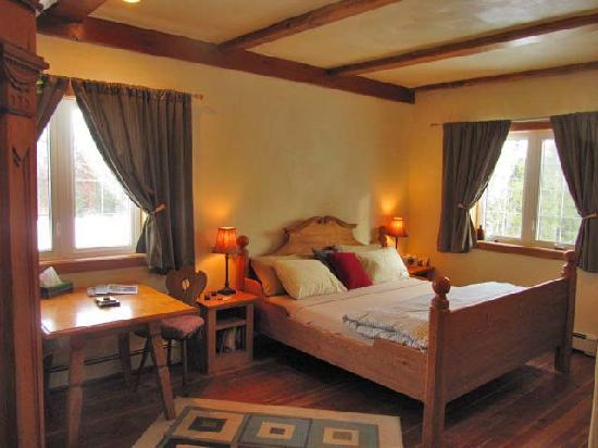 Solace on the Mountain Bed & Breakfast: The Wengen Suite