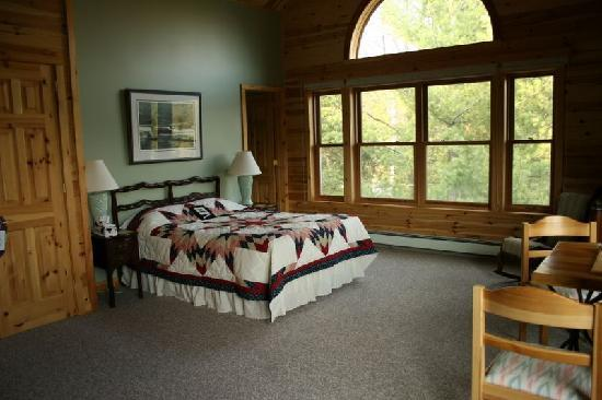 Sunny Rock Bed and Breakfast Minden: Sunny Rock B&B's Woodrush Fallsview Suite with Pine Timeberframe Cathedral Ceiling, sitting area