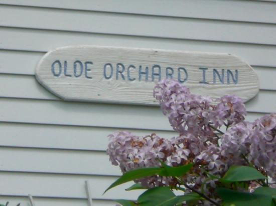 Olde Orchard Farm: entrance to the Inn