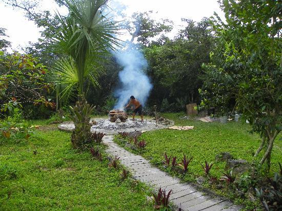 Temazcal Cenote Experience: Jose Luis building the fire that heats the stones.