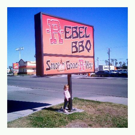 Rebel BBQ : Sign