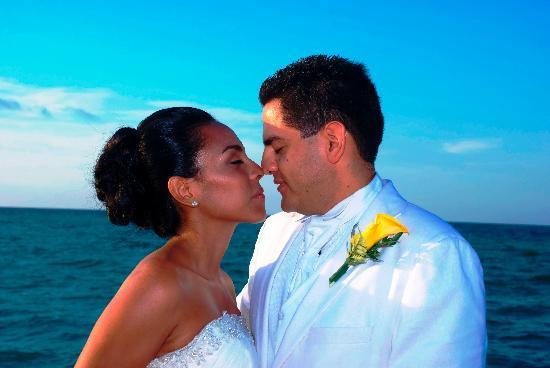 Isla Pasion: mi esposa y yo posando para el fotógrafo profesional