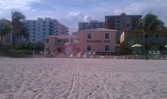 Manta Ray Inn: View of the hotel from our seats on the beach.