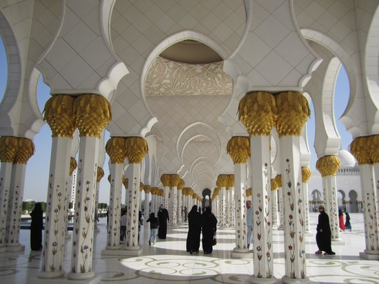 Mosquée Cheikh Zayed : Stencilling on the pillars