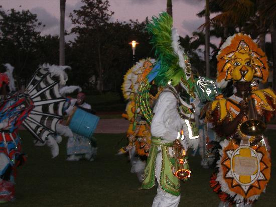 Grand Lucayan, Bahamas : Junkanoo players
