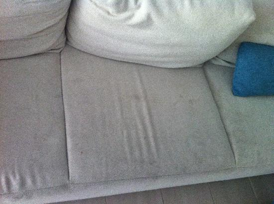 Grand Mercure Rockford Esplanade Palm Cove: the couch really was dirty