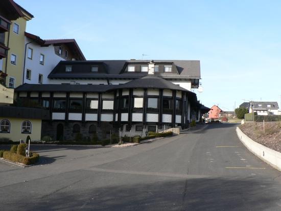 Hotel Kastenholz: outside hotel