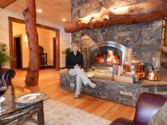 Cabin Creek Landing Bed & Breakfast: Wine and hors d'oeuvres served every night from 4:30PM to 5:30PM.