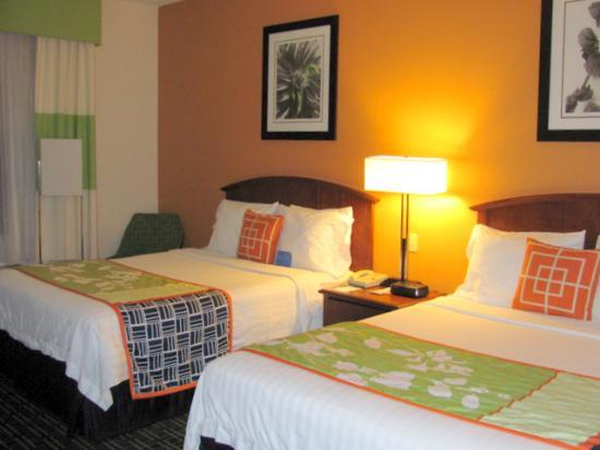 Fairfield Inn & Suites Dulles Airport Chantilly : nice size rooms with comfy beds
