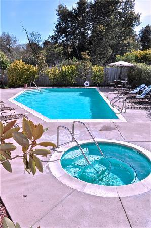 Sebastopol Inn: Our Pool and Jacuzzi