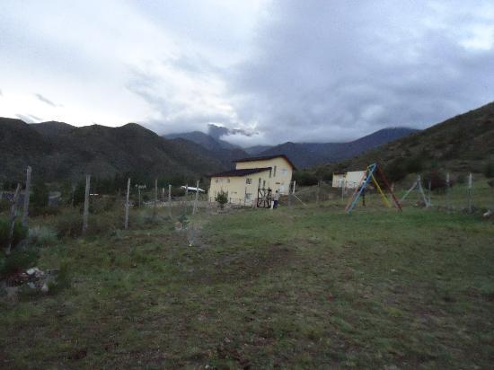 El Pinar en La Ventana: Vista desde las cocheras, atrás el Cordón del Plata