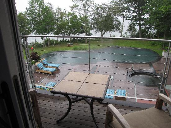 Inn at Ocean's Edge: Rainy morning at the poolhouse suite