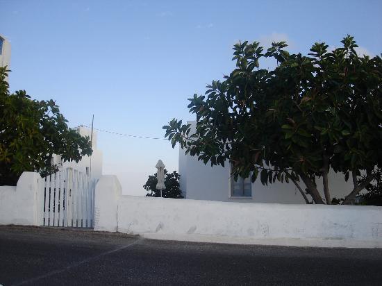 Anemomilos Villa: frente de los apartamentos