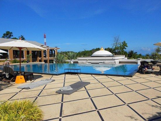 Absolute Sanctuary: amazing pool area