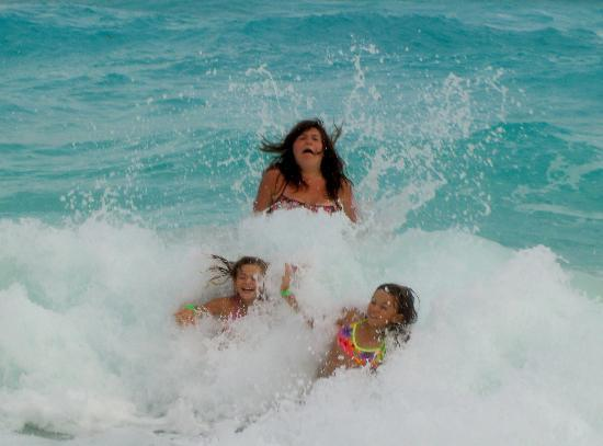 GR Solaris Cancun: The waves are fun, but no rest!
