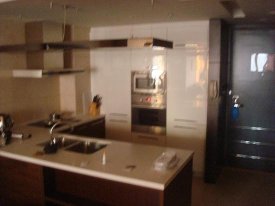 The Sandalwood Beijing Marriott Executive Apartments: kitchen