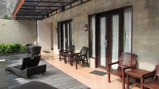Losari Hotel & Villas: Poolside rooms across from 2 x villas