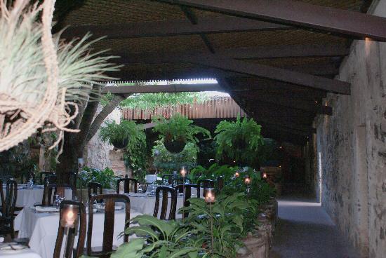 """Restaurante """"El Refectorio"""" de Casa Santo Domingo: Entre muros que guardan secretos"""