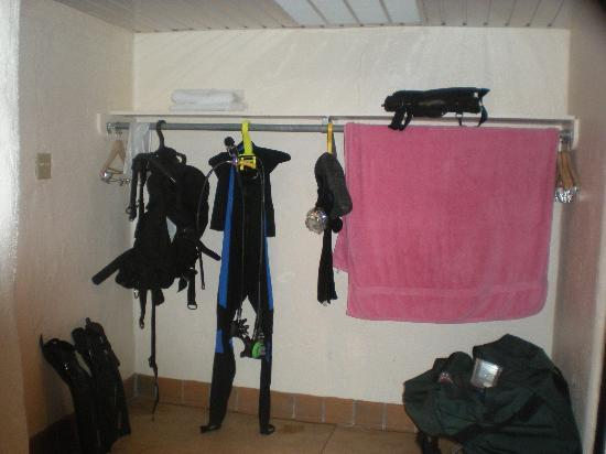 San Solomon Spring Courts : Plenty of space to hang your gear!