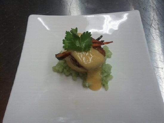 Newton's Paradise Cafe: teaser seared scallop