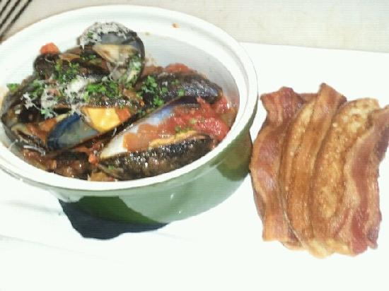 Newton's Paradise Cafe: Prince Edward Island mussels