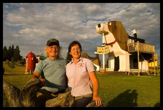 Dog Bark Park Inn: Dog Bark Park creators & innkeepers, Dennis & Frances